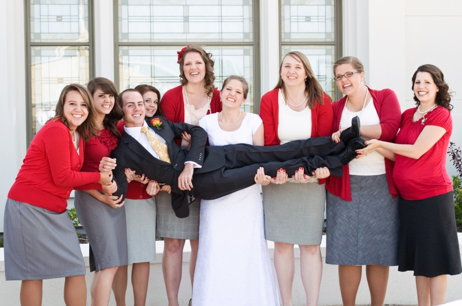 salt-lake-city-temple-lds-bride-groom-wedding-photography-portrait-bridal-party-bridesmaids-groom-holding-carrying
