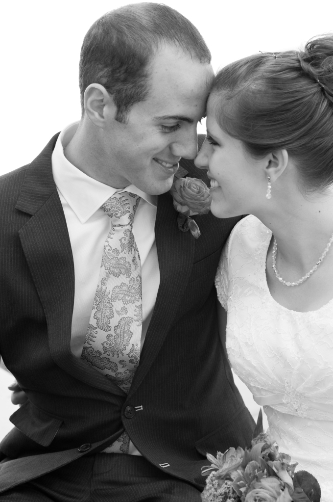 salt-lake-city-temple-lds-bride-groom-wedding-photography-portrait-couple-eyes-black&white